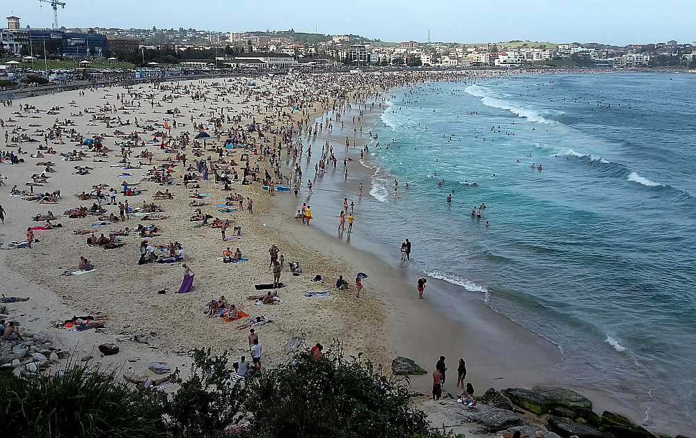 a-very-busy-bondi-beach-sydney-australia
