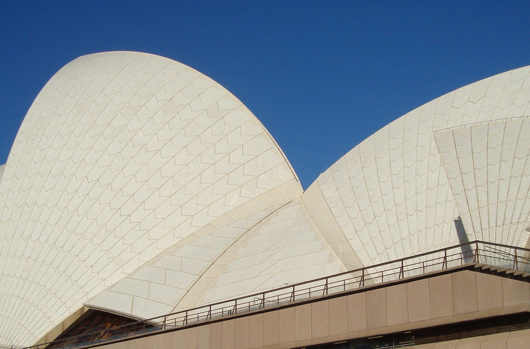 sydney-operahouse-up-close-sydney-australia