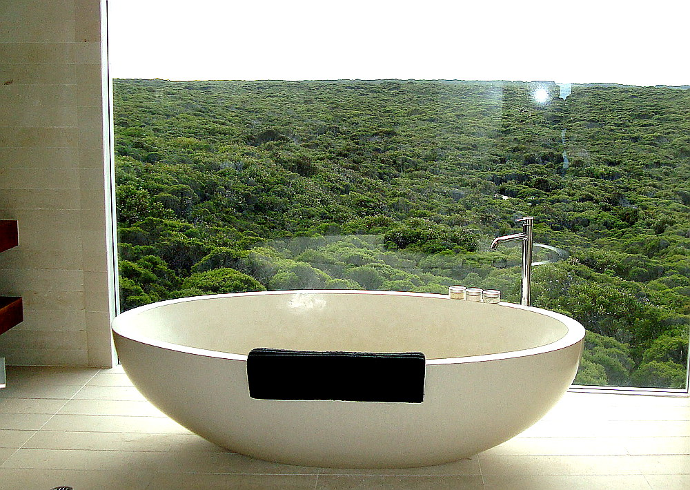 bathtub-at-southern-ocean-lodge-kangaroo-island-australia